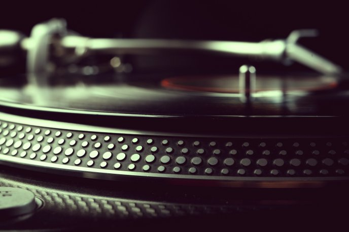 3710_Recording-vintage-music-on-the-telephone-HD-wallpaper